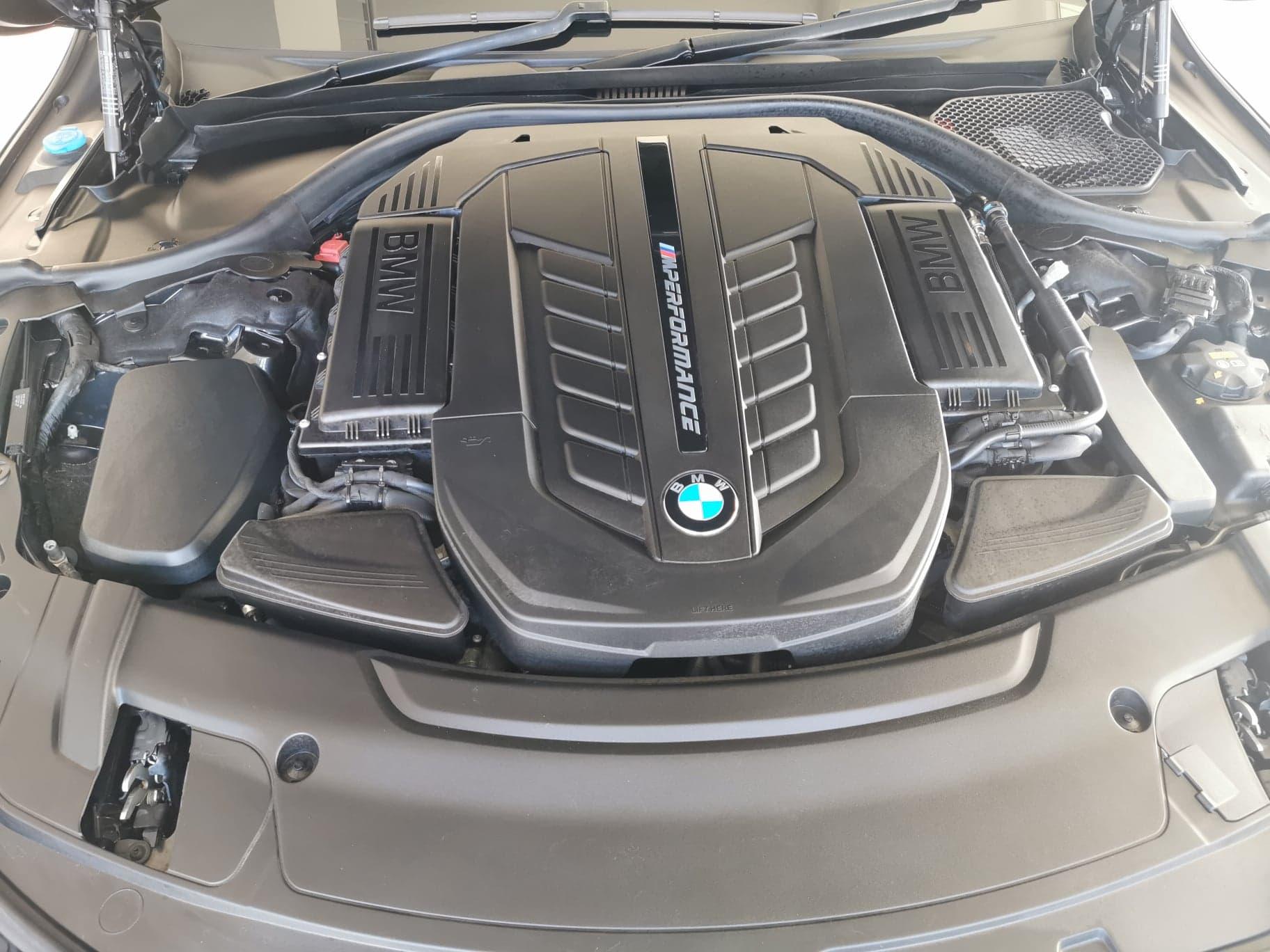 BMW M760Li XDrive V12 Auto